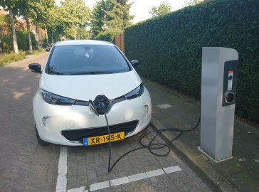 Zoe charging at Nuon/EV-Box Charge Point